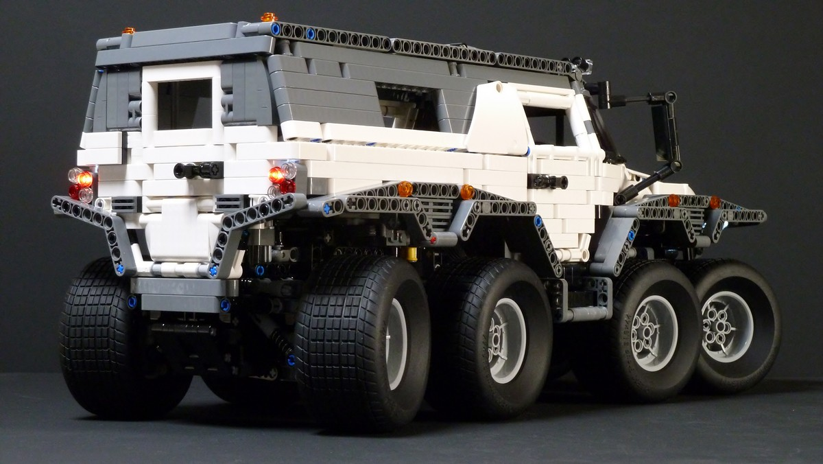 LEGO Technic Avtoros Shaman 8×8 with Sbrick.