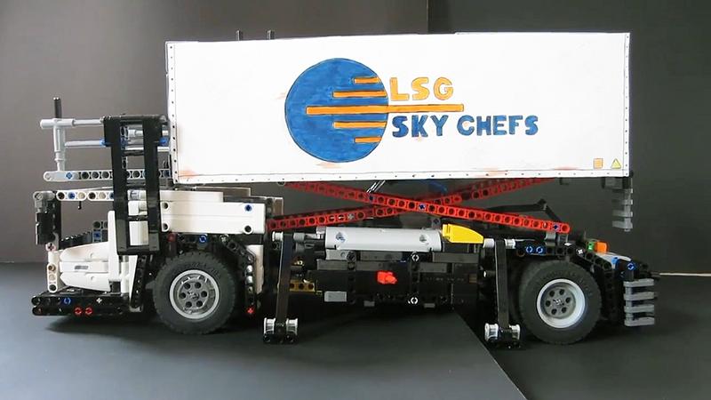 Lego Technic Airpor Cartering