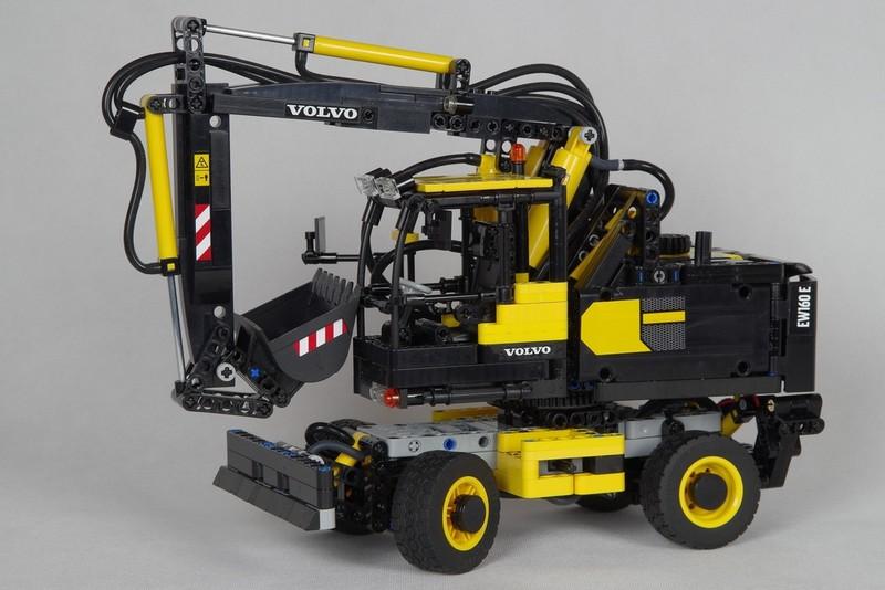 Lego Technic — Volvo EW160E MOC