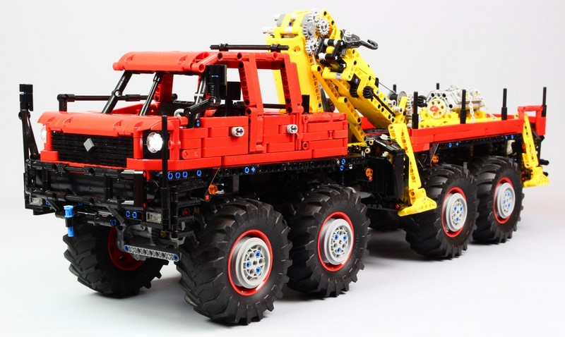 Lego Technic Articulated 8×8 Offroad Truck