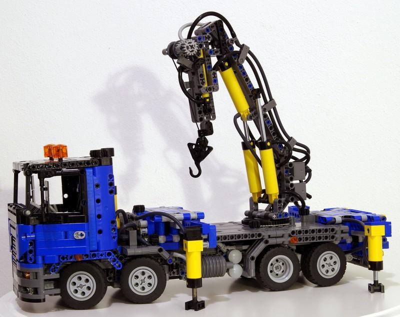 Lego Technic – Truck with pneumatic crane MOC