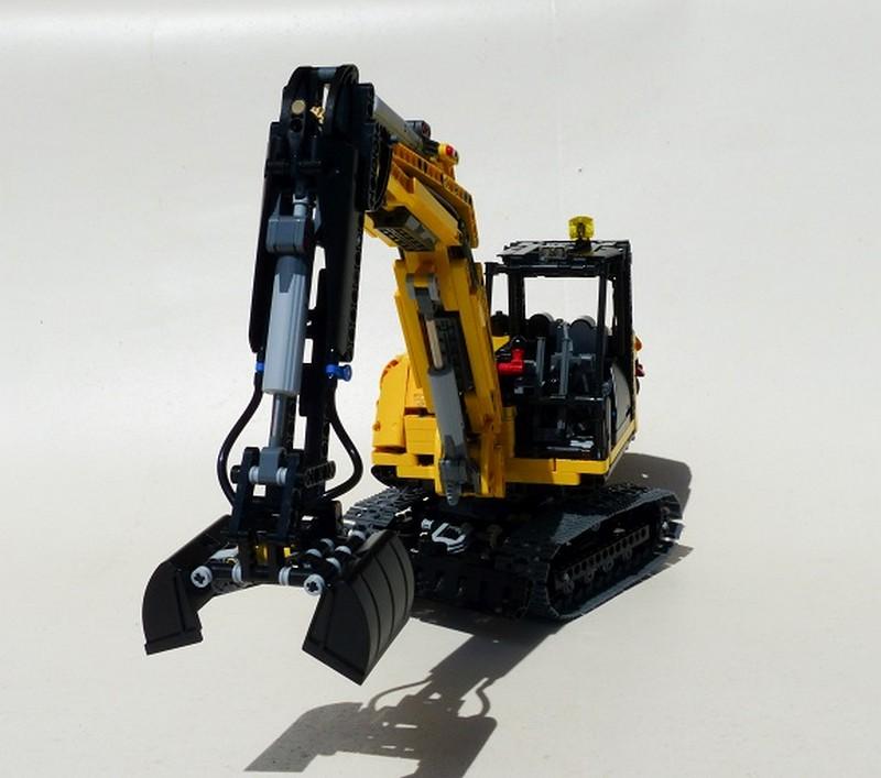 Lego Technic Full RC Compact Excavator MOC