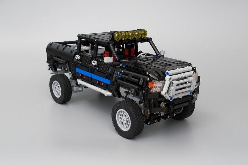 LEGO Technic Dual-Driveshaft Pickup MOC