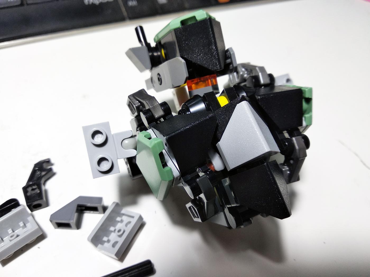 Процесс проектирования и сборки LEGO Mecha.